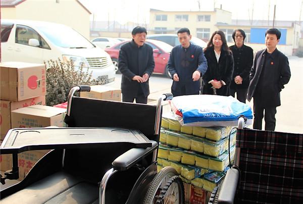 李小强组织爱心人士深入敬老院开展慰问活动