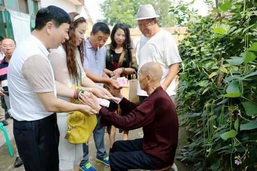 中华志愿者在线两周年回顾:赴河北看望敌后武工队老英雄贾正
