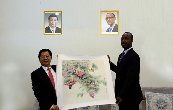 华夏文化艺术委员会会长陶洪君应邀参加中卢经济文化交流活动