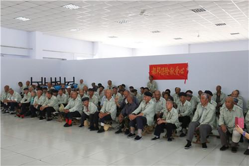 情系霞城――中华志愿者在线走进赤城小雕鹗敬老院
