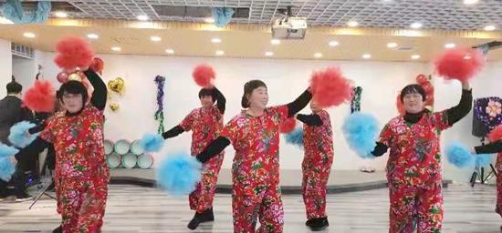 纪念毛泽东诞辰126周年文艺汇演在唐山万达广场禹暄个人形象设计中心举行